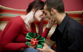 Какой подарок сделать любимому на годовщину отношений